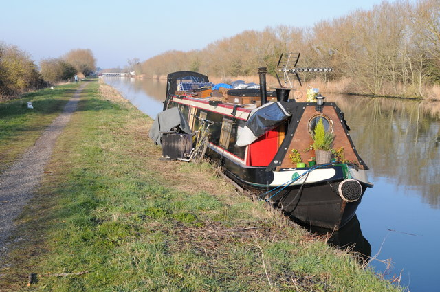 Narrowboat on the Gloucester and Sharpness Canal