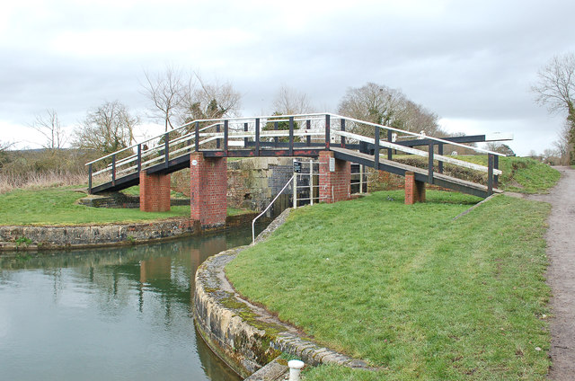 Lower Foxhangers Footbridge