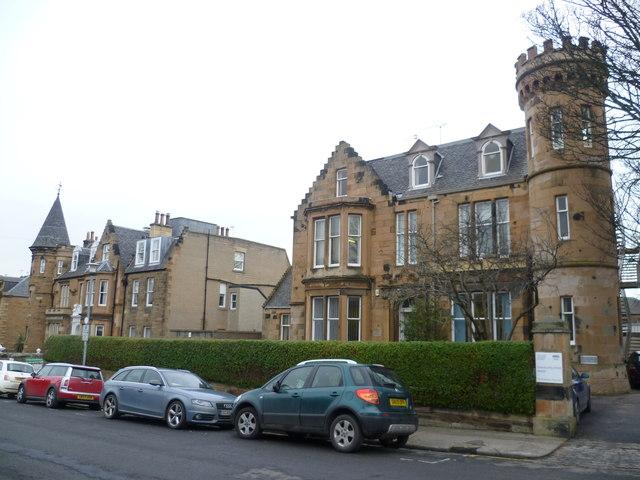 Villas in Chalmers Crescent