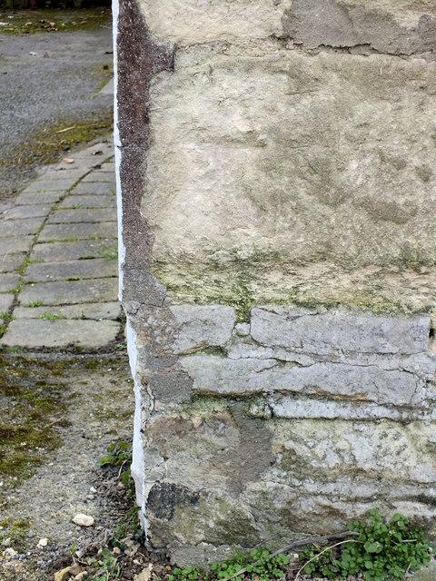 Benchmark, Crosses House