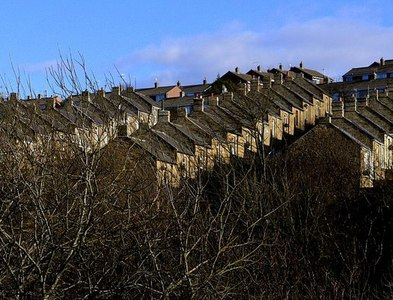 NZ1762 : Terraced houses above Blaydon Burn valley by Andrew Curtis