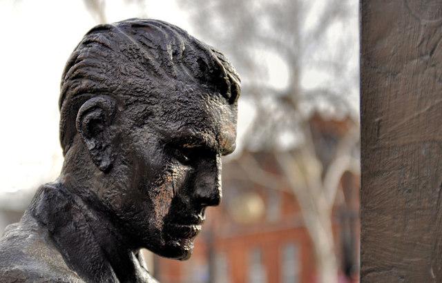 CS Lewis sculpture, Belfast (2)