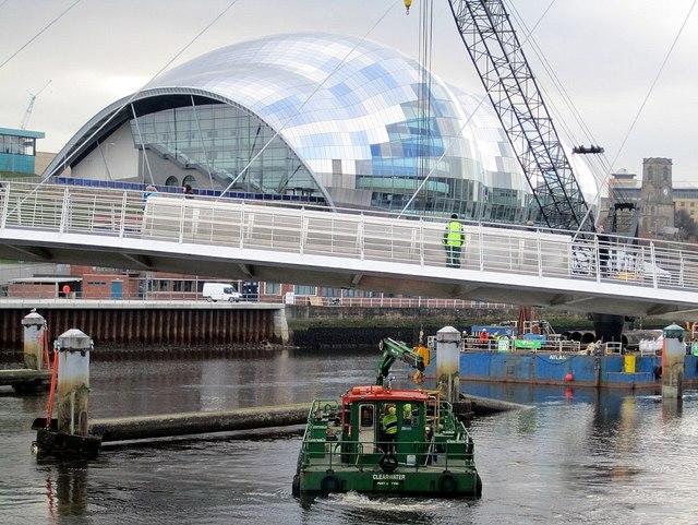 Clearwater manoeuvres below the Gateshead Millennium Bridge