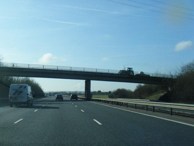 M40 south passing under Menmarsh Road