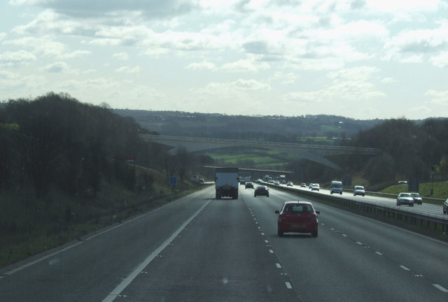 Downhill stretch of the M1 heading south