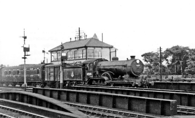 LMR train from Cambridge via Bletchley entering Oxford WR with an ER locomotive
