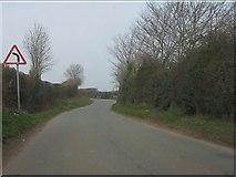 SO6892 : Sharp bend approaching Bridgwalton by Peter Whatley