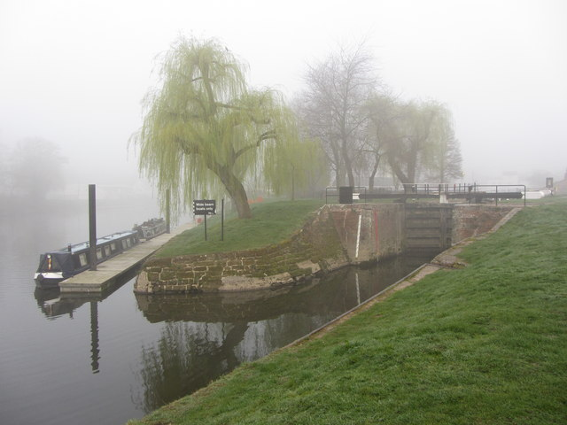 Start of Staffs & Worcs Canal on the Severn at Stourport