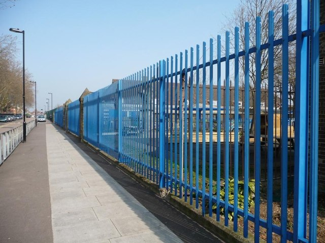 Primary school security fence © Christine Johnstone Geograph Britain and Ireland