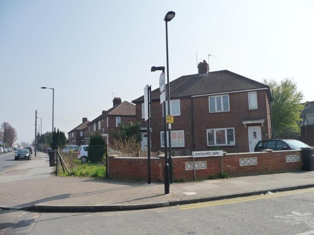 Houses at the corner of Lansbury Way