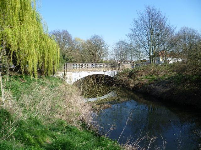 Meadway bridge over the River Crane