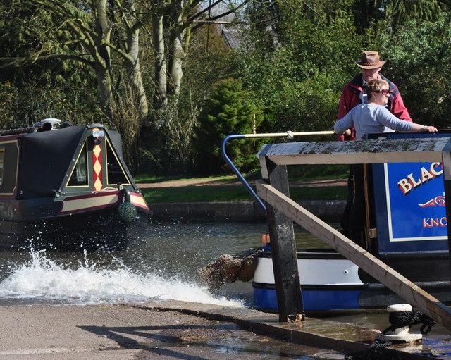 Fradley Junction: Making a splash