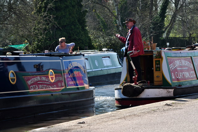 Fradley Junction: Busy day on the canal