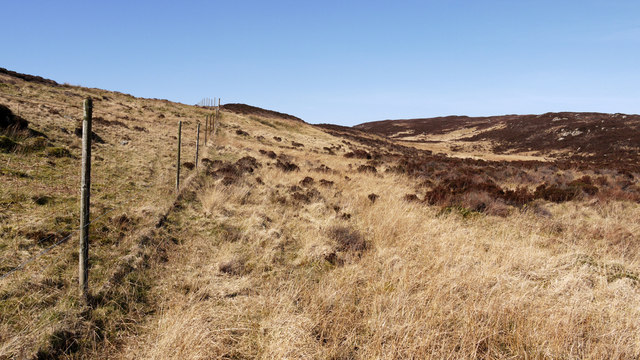 Fence on moorland north of Torr Reamhar