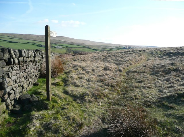 Footpath signpost at Cove Hill