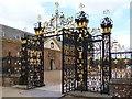 ST2885 : Edney Gates, Tredegar House, Newport by Robin Drayton