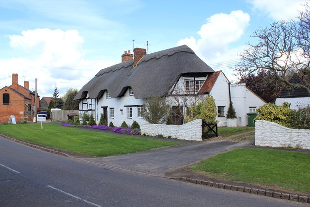 Thatched cottages, Lower Quinton