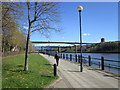 NZ2463 : Walking towards New Redheugh Bridge by Ian S
