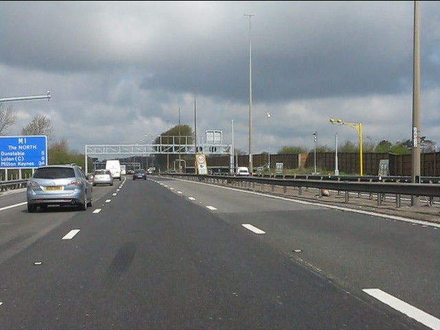 M1 Motorway At Farley Hill Luton 169 Peter Whatley