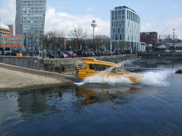 This Dukw takes to water