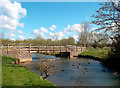 SP3509 : Footbridge to Cogges by Des Blenkinsopp