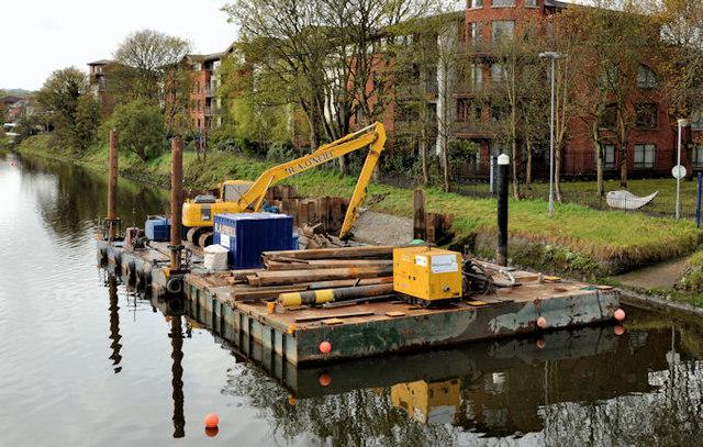 Crane and barge, Stranmillis, Belfast