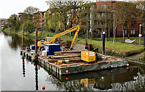 J3371 : Crane and barge, Stranmillis, Belfast by Albert Bridge