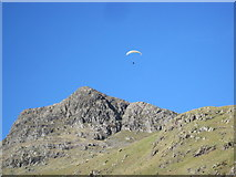 NY2807 : Parascender above Thorn Crag by Les Hull