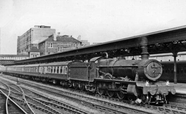 Newcastle-on-Tyne - Cardiff express at Newport High Street