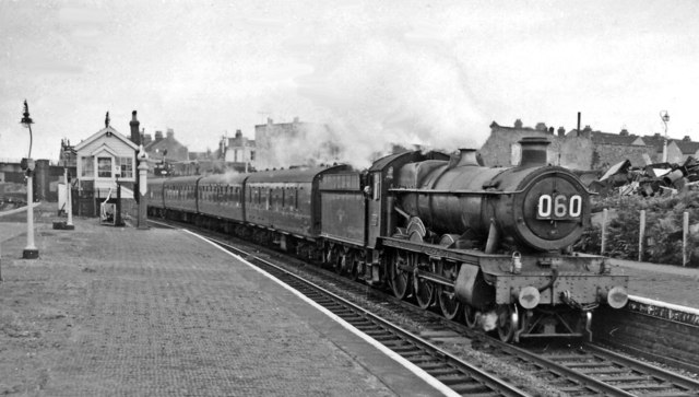 Cardiff - Portsmouth express passing Lawrence Hill