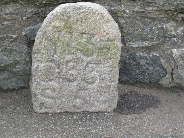 Hen garreg filltir ar Bont Fach - Old milestone on Pont Fach