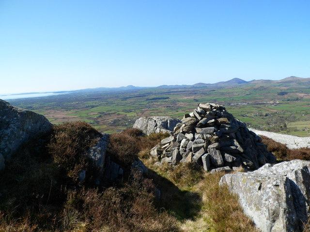 Small cairn near summit of Graig-y-garn, Garndolbenmaen
