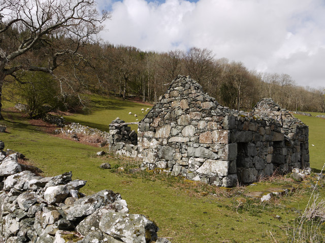 Ruin beside minor road near Dolgellau