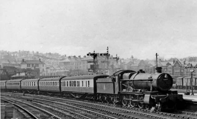 Cardiff - Bristol train entering Newport High Street