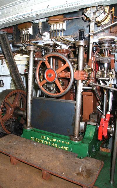 Gloucester Waterways Museum - SND No. 4 dredger, steam engine