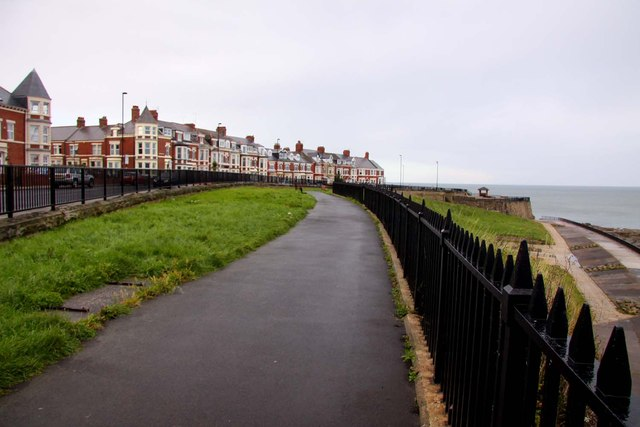Path by Windsor Crescent