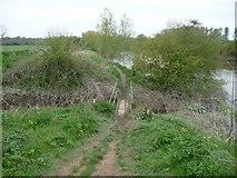 SJ5114 : Footbridge on the Severn Way at Monkmoor, Shrewsbury by Jeremy Bolwell