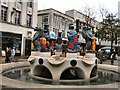 SU6400 : Sculpture in Commercial Road by Paul Gillett