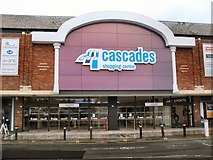 SU6400 : Cascades Shopping Centre by Paul Gillett