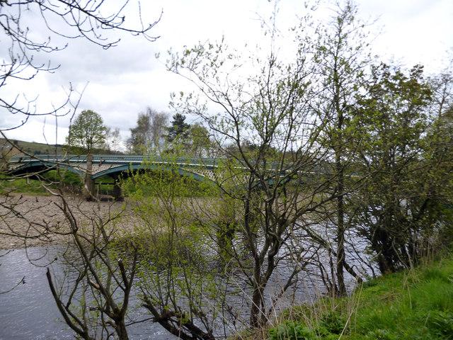 Haltwhistle: Pedestrian bridge over River Tyne