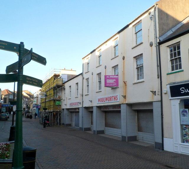 Holyhead : Former Woolworths still for sale