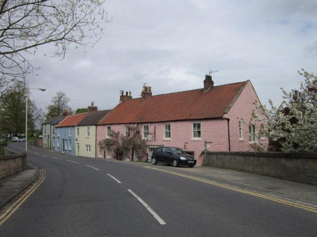 Colourful houses at Piercebridge