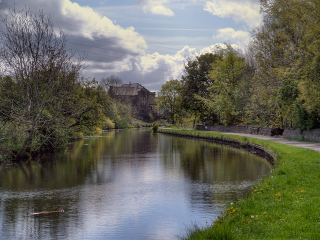 Leeds and Liverpool Canal, Clayton-le-Moors