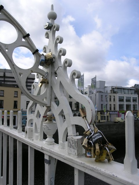 Padlocks on Halfpenny Bridge