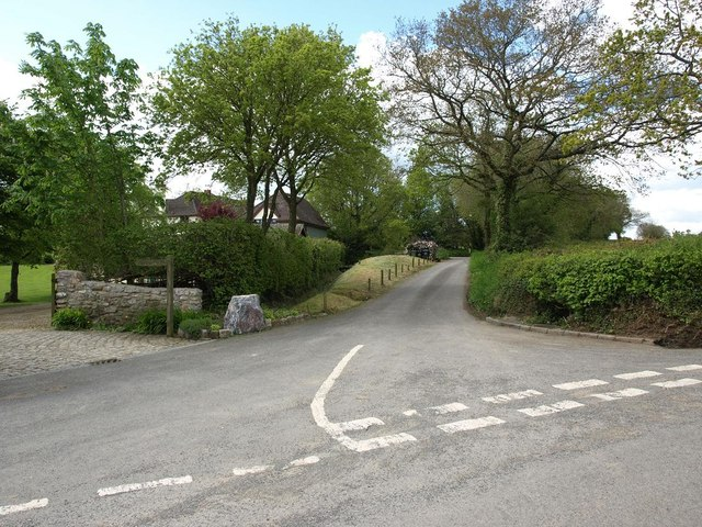 Looking down Perry Lane from Perry Cross
