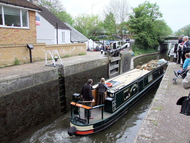 The Dragonfly Narrow Boat leaving Chess Lock No 81 on the Grand Union Canal at Rickmansworth