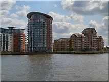 TQ3778 : River Thames, Isle of Dogs by David Dixon