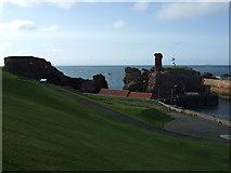 NT6779 : Dunbar Castle by JThomas