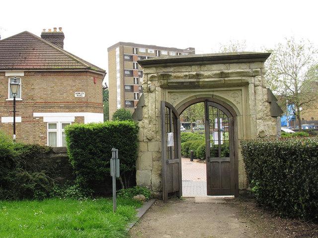 Croydon Minster: ancient churchyard gateway