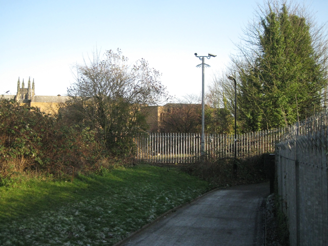 Blind bend on the path to Leamington station